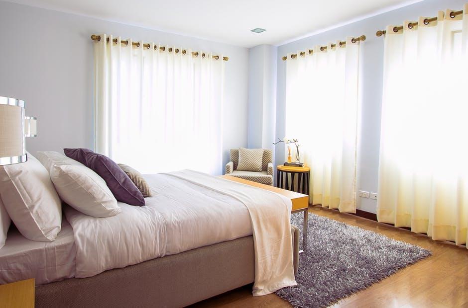 Camera da letto piccola: 10 trucchi per avere più spazio